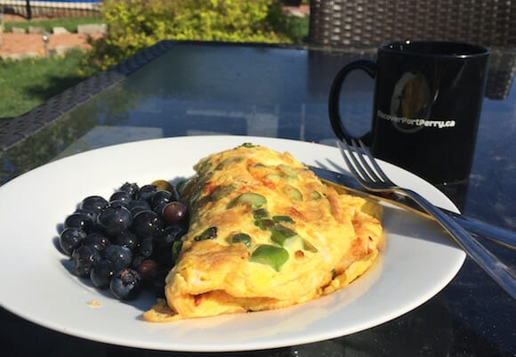 Omlette with berries